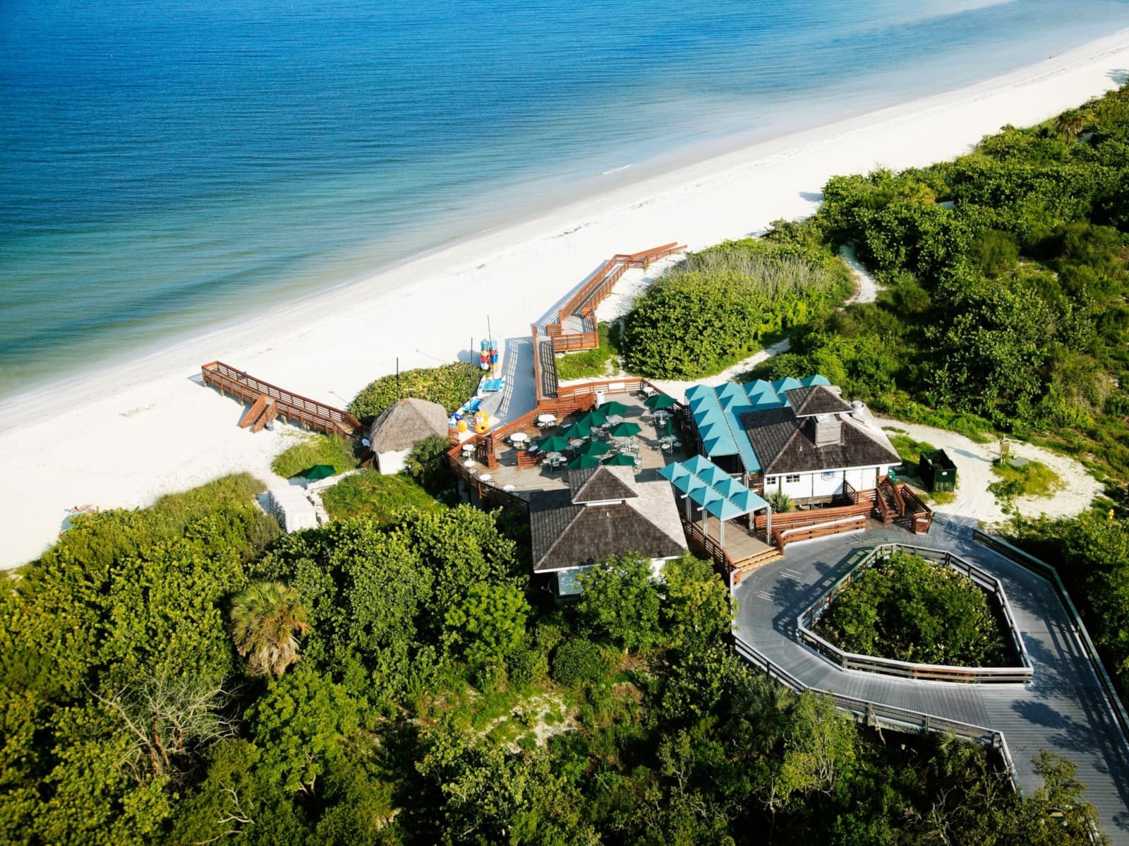 Naples Grande Beach Resort - one of the best tennis resorts for your tennis holidays in Florida
