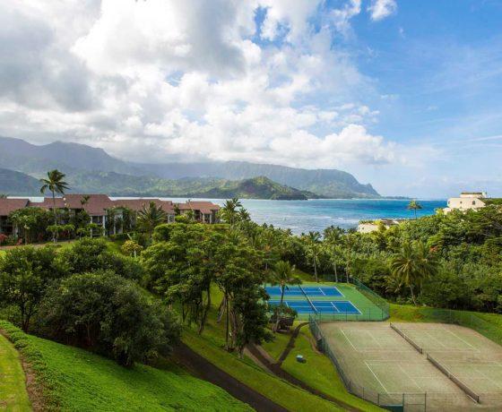 Beachfront tennis hotel in Hawaii (The Hanalei Bay Resort)