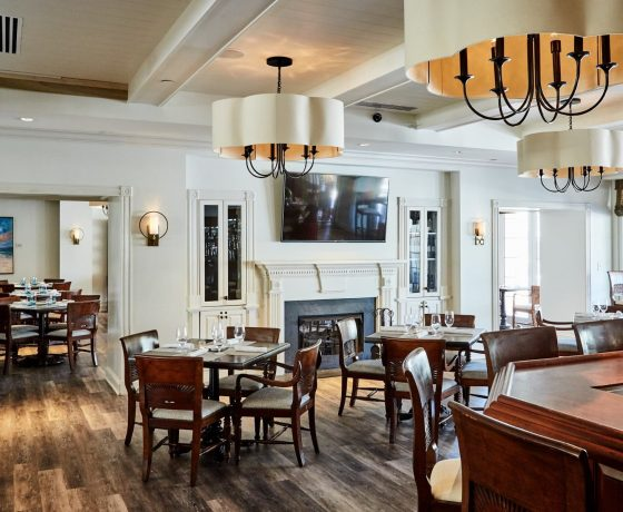 Restaurants & Bars - Wild Dunes Resort - one of the best tennis resorts for your tennis holidays in South Carolina (Isle of Palms)